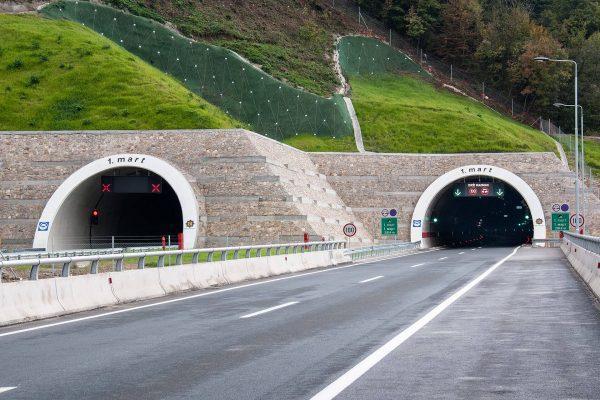 Світлодіодний тунельний світильник Schreder GL2 Compact
