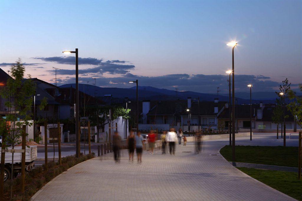 Світлодіодний вуличний світильник Schreder Neos LED
