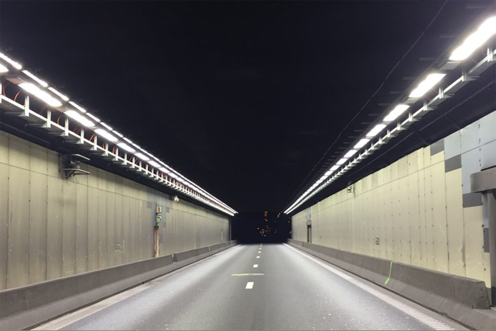 The Vierarmen Tunnel on the Brussels ring road - фото 1